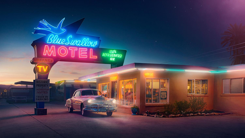 Даже самые заштатные мотели и заправочные станции в маленьких городках и между ними украшались ярким неоном.